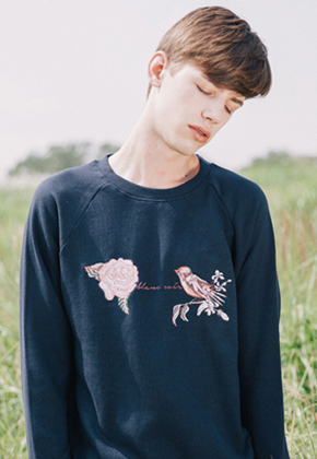 Blanc Soir블랑스와르 Rose Embroidery Sweatshirt Navy