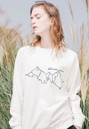 Blanc Soir블랑스와르 Mountain Embroidery Sweatshirt Ivory