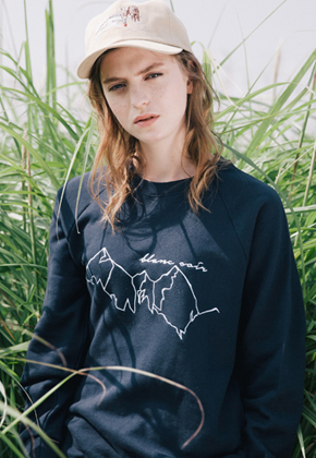 Blanc Soir블랑스와르 Mountain Embroidery Sweatshirt Navy