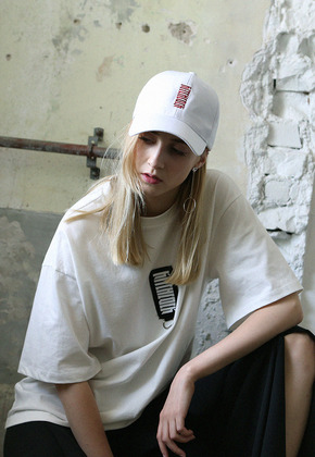 Kitchcock키치콕 NEW DAY PATCHED T-SHIRT  WHITE