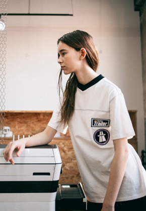 Heegui희귀 [희귀] Heegui 16ss Embroidered Appliqué T-shirt White