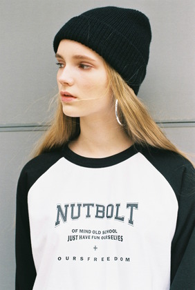 [너트앤볼트] NUTANDBOLT RAGLAN RETTERING POINT T-SHIRTS (BLACK-WHITE)