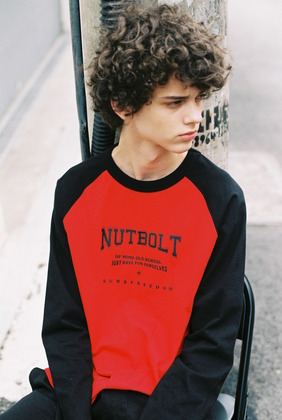 [너트앤볼트] NUTANDBOLT RAGLAN RETTERING POINT T-SHIRTS (BLACK-RED)