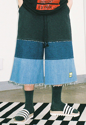 AJO BY AJO아조바이아조 Denim Crop Pants (Multi Color)