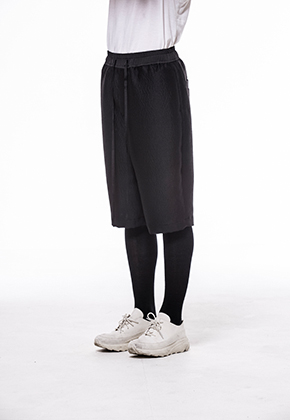 Noirer노이어 Woman Tweed Silk Harf Pants