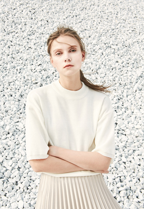 Voiebit브아빗 V500 OVERSIZE HIGH NECK KNITWHITE