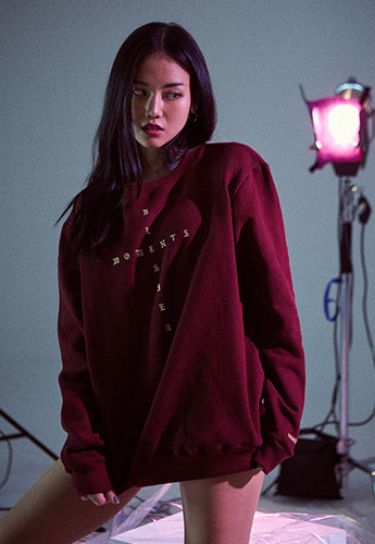 Momentbym모먼트바이엠 Cross crewneck sweater, Burgundy