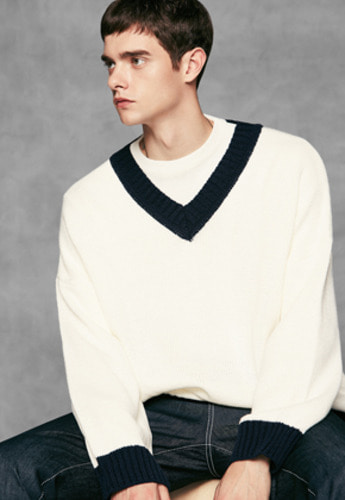 Voiebit브아빗 V513 COLORATION V-NECK KNITWHITE