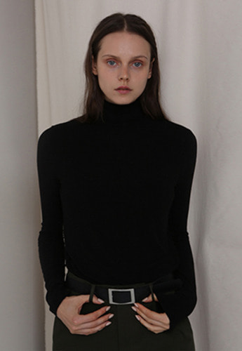 More or Less모어올레스 SOFT WOOL TURTLENECK TOP BLACK