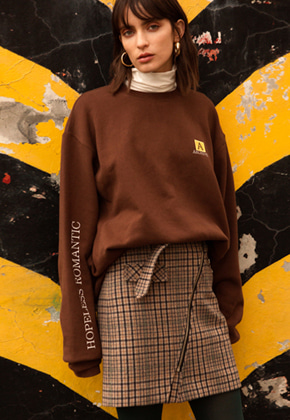 Anderssonbell앤더슨벨 UNISEX ARCHIVE PATCH SWEATSHIRT atb173u Brown