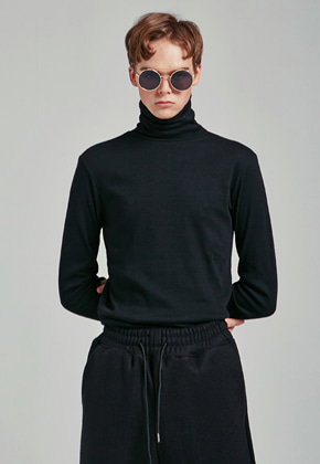 Yan13얀써틴 SLIM SIMPLE TURTLENECK T_BLACK