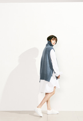 Voiebit브아빗 V524 BUTTON TURTLE WOOL VEST KNITSKYBLUE