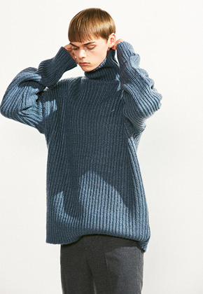 Voiebit브아빗 V526 OVERSIZE TURTLE NECK WOOL KNITSKYBLUE