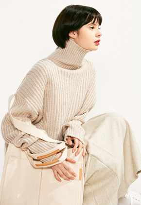 Voiebit브아빗 V526 OVERSIZE TURTLE NECK WOOL KNITIVORY