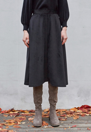 Yan13얀써틴 WINTER SUEDE FLARED SKIRTS_BLACK