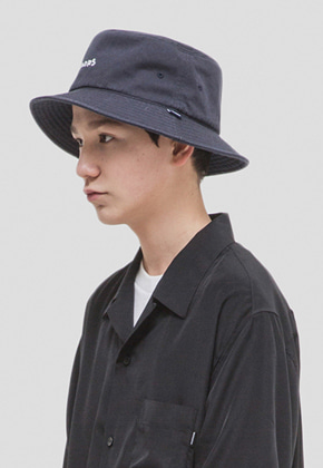 WKNDRS위캔더스 WKNDRS BUCKET HAT (NAVY)