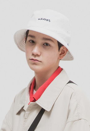 WKNDRS위캔더스 WKNDRS BUCKET HAT (WHITE)