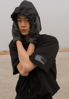 ESC Studio이에스씨스튜디오 Hooded Short Sleeve(Black)탈부착