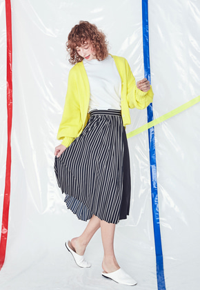 Voiebit브아빗 V224 STRIPE WRINKLE SKIRT  BLACK
