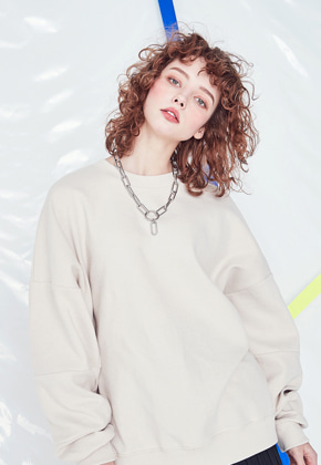 Voiebit브아빗 V322 CUTTING LINE SWEATSHIRT  BEIGE