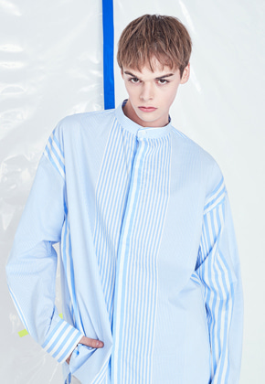 Voiebit브아빗 V422 UNBAL STRIPE OVER FIT SHIRT  SKYBLUE