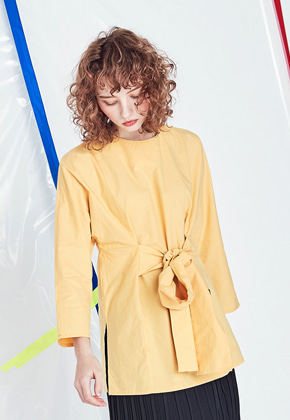 Voiebit브아빗 V425 RIBBON CUTTING BLOUSE  YELLOW