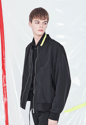 Voiebit브아빗 V620 SIMPLE OVERSIZE MA-1 JACKET  BLACK