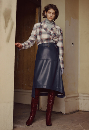 Anderssonbell앤더슨벨 LYDIA UNBALANCE LEATHER SKIRT apa221w NAVY