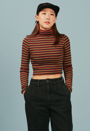 A Piece Of Cake어피스오브케이크 Oval Logo Crop Top_Red