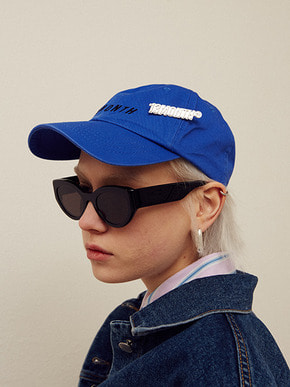 13Month써틴먼스 BROOCH LOGO BALL CAP (BLUE)