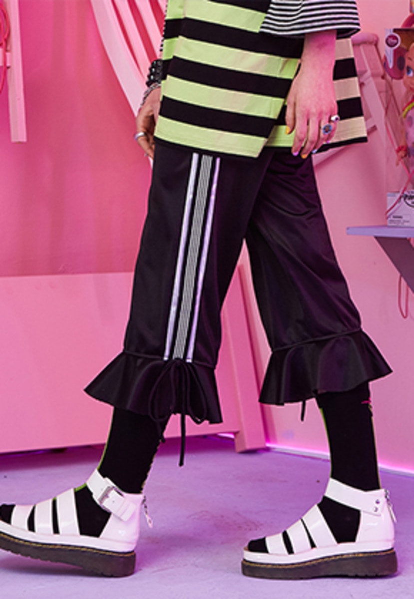 VVV브이브이브이 VVV BLACK TAPE RIBBON FLARE PANTS