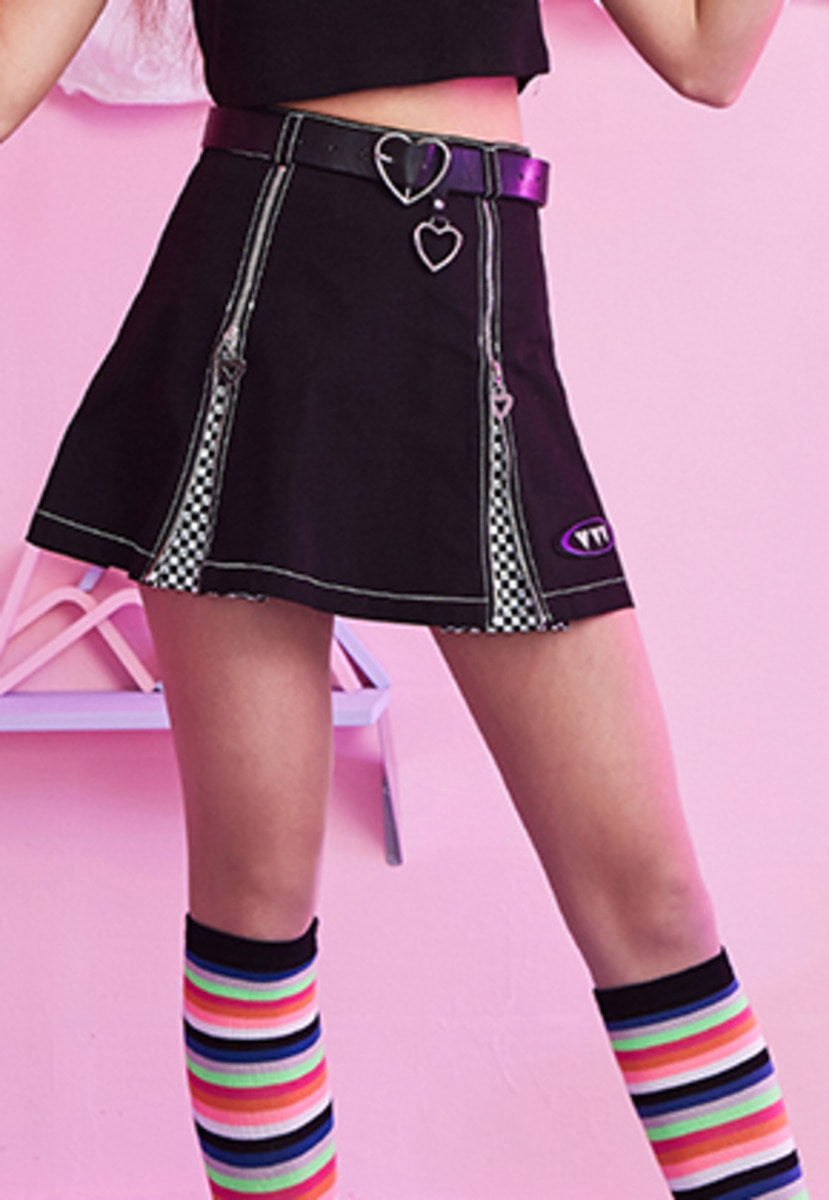 VVV브이브이브이 VVV BLACK LOGO CHESS PLEATS SKIRT