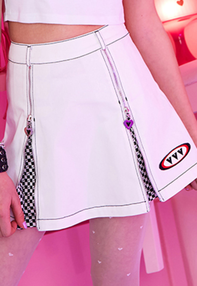 VVV브이브이브이 VVV WHITE LOGO CHESS PLEATS SKIRT