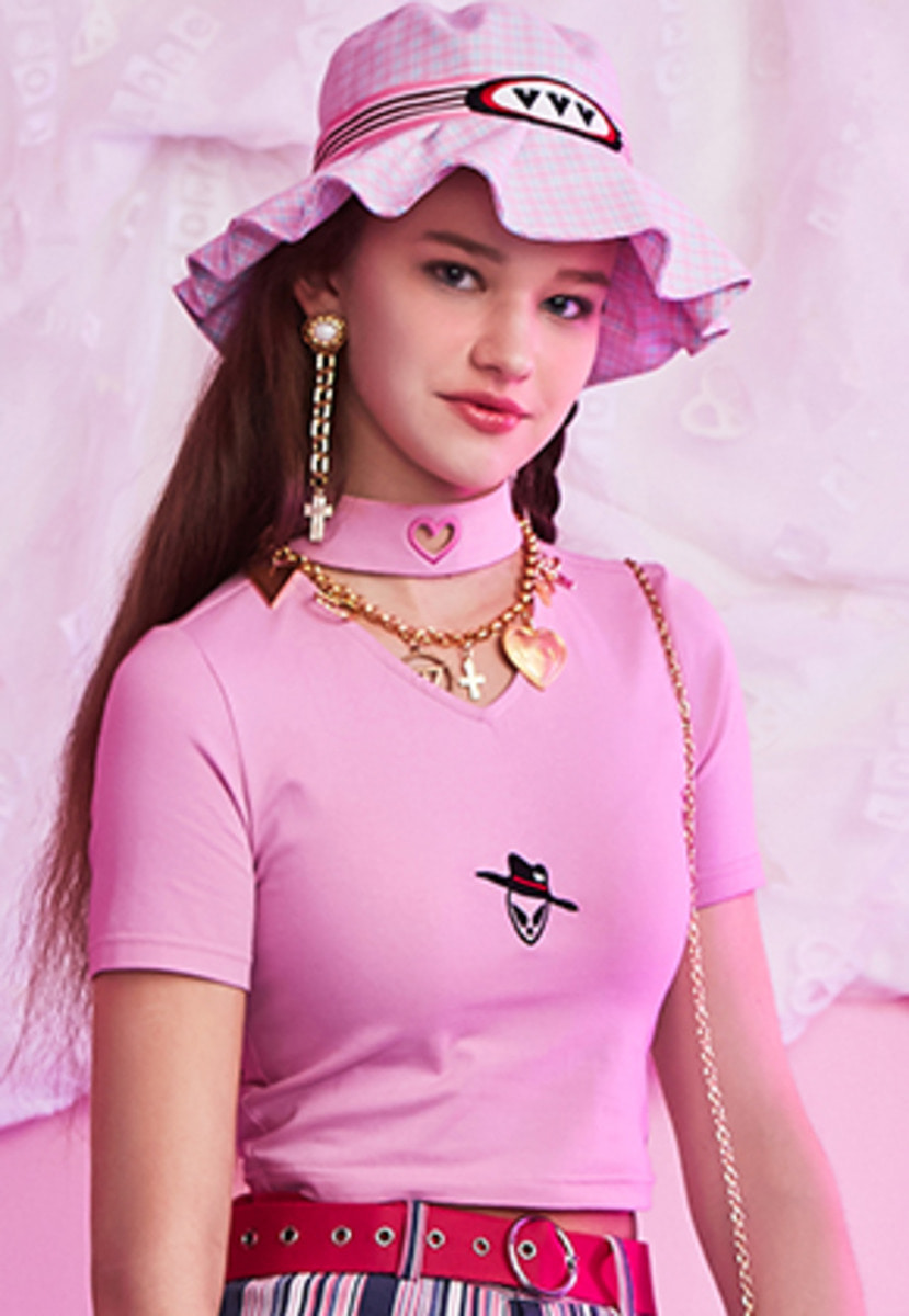 VVV브이브이브이 VVV PINK HEART NECK ALIEN CROP TOP