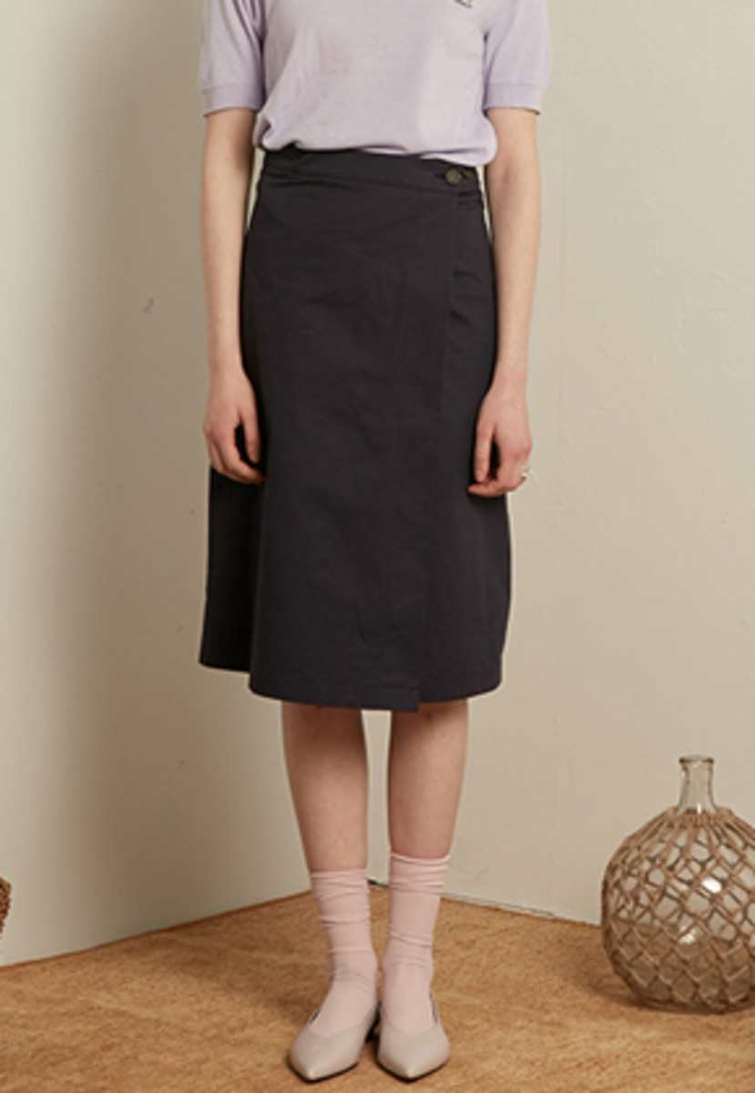 TMO BY 13Month 티엠오 바이 써틴먼스 MIDI WRAP SKIRT (NAVY)