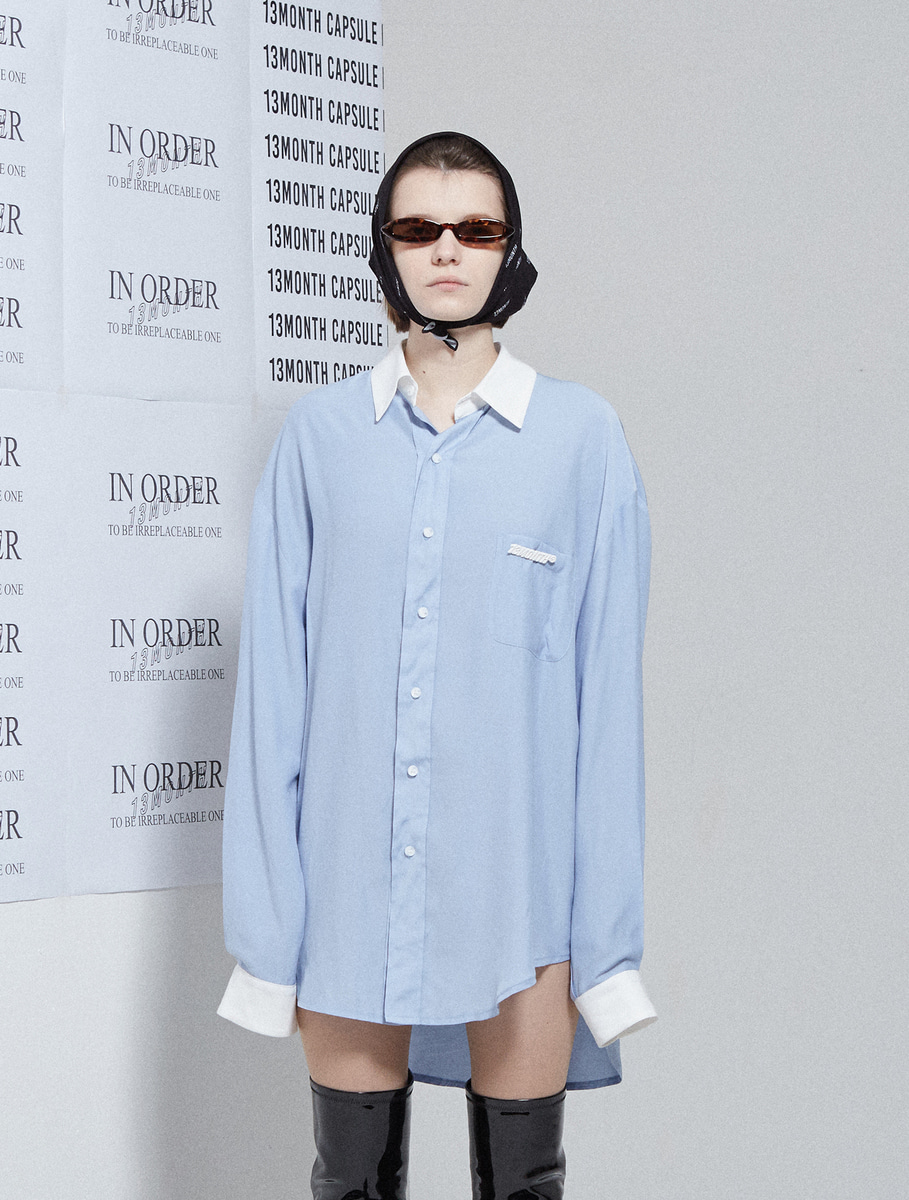 13Month써틴먼스 BROOCH COLORATION LONG SHIRT (SKY BLUE)