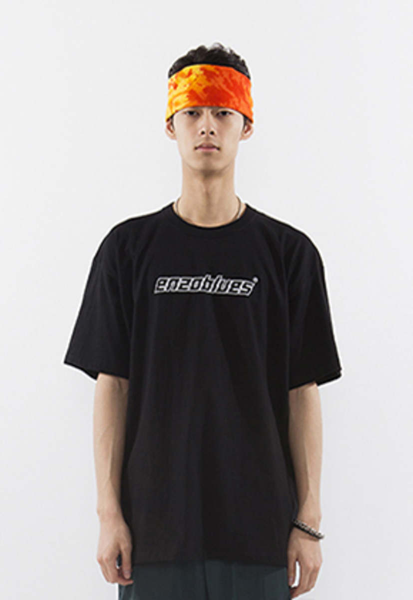 Enzoblues엔조블루스 CRACKED LOGO T-SHIRT (BLACK)