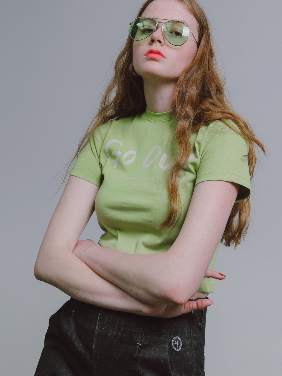 More or Less모어올레스 SLIM-FIT CROP 1/2 T-SHIRTGREEN