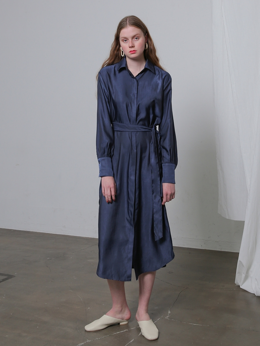 More or Less모어올레스 SILKY ROBE DRESSNAVY
