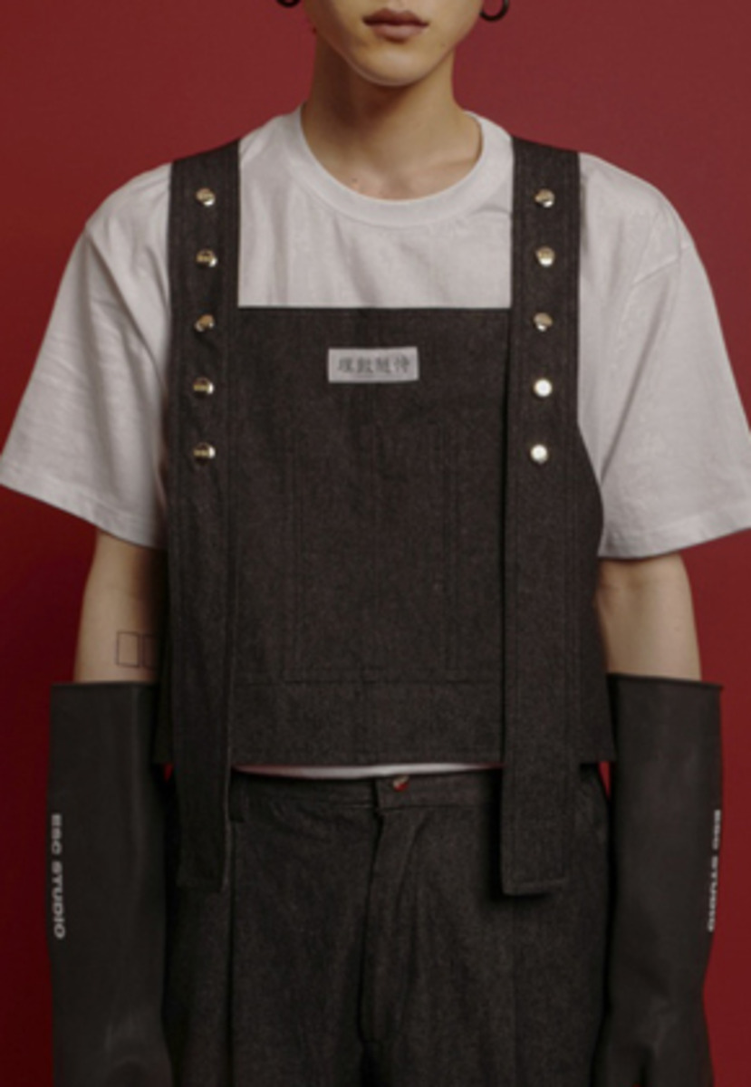 ESC Studio이에스씨스튜디오  Button denim vest (Black)