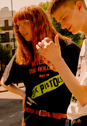 Anderssonbell앤더슨벨 UNISEX SEX PISTOLS COLLABORATION T-SHIRT atb215u Black