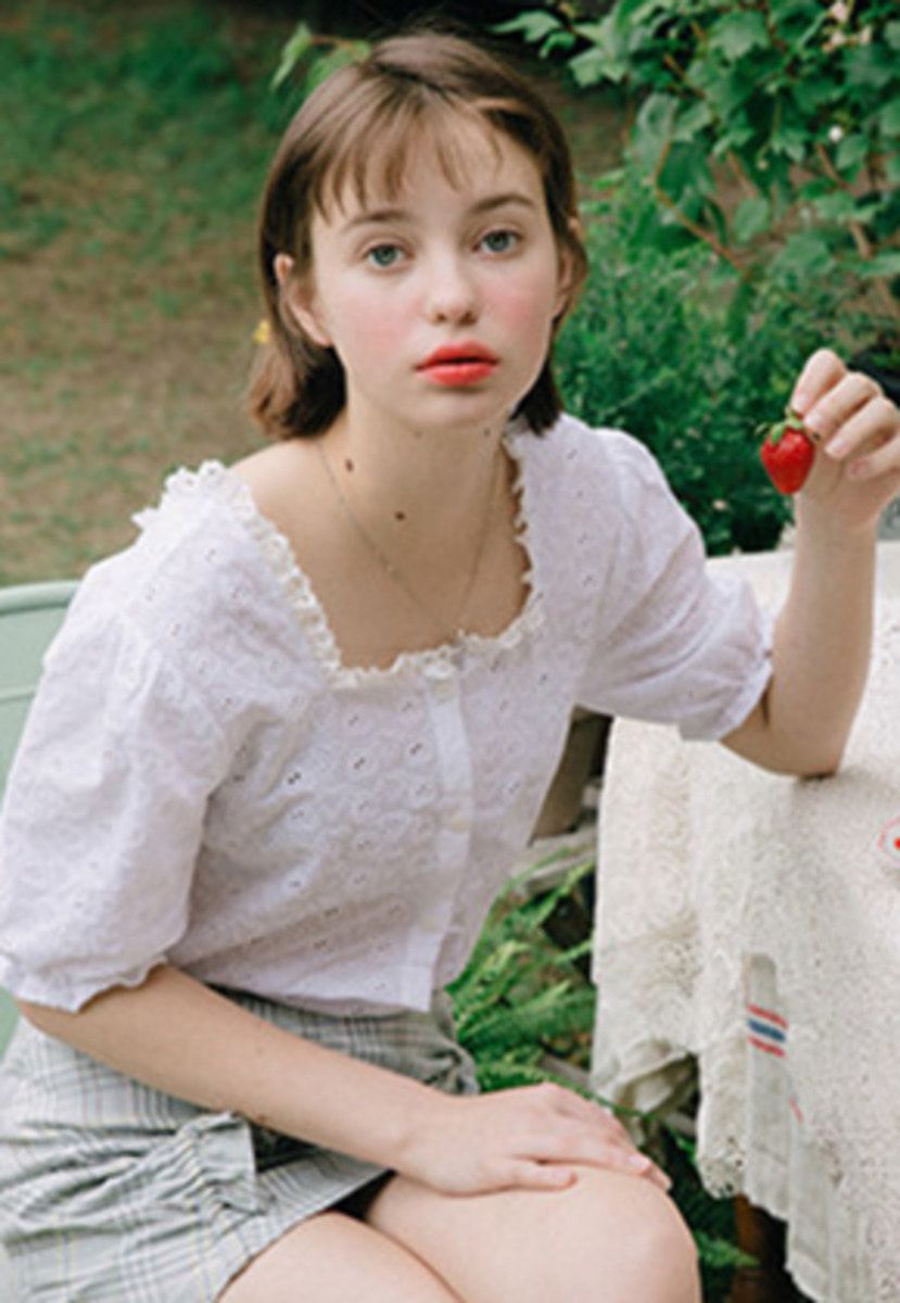 Margarin Fingers마가린핑거스 SQUARE NECK BLOUSE (WHITE)