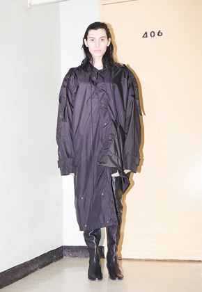 SOUNDS BMUET(TE)사운즈 비뮈에트 ERROR_ OVERSIZED RAINCOAT
