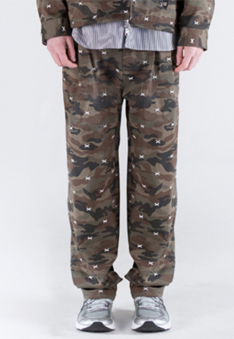 FROMMARK프롬마크 EMBROIDERY TWO TUCK WIDE PANTS CAMO