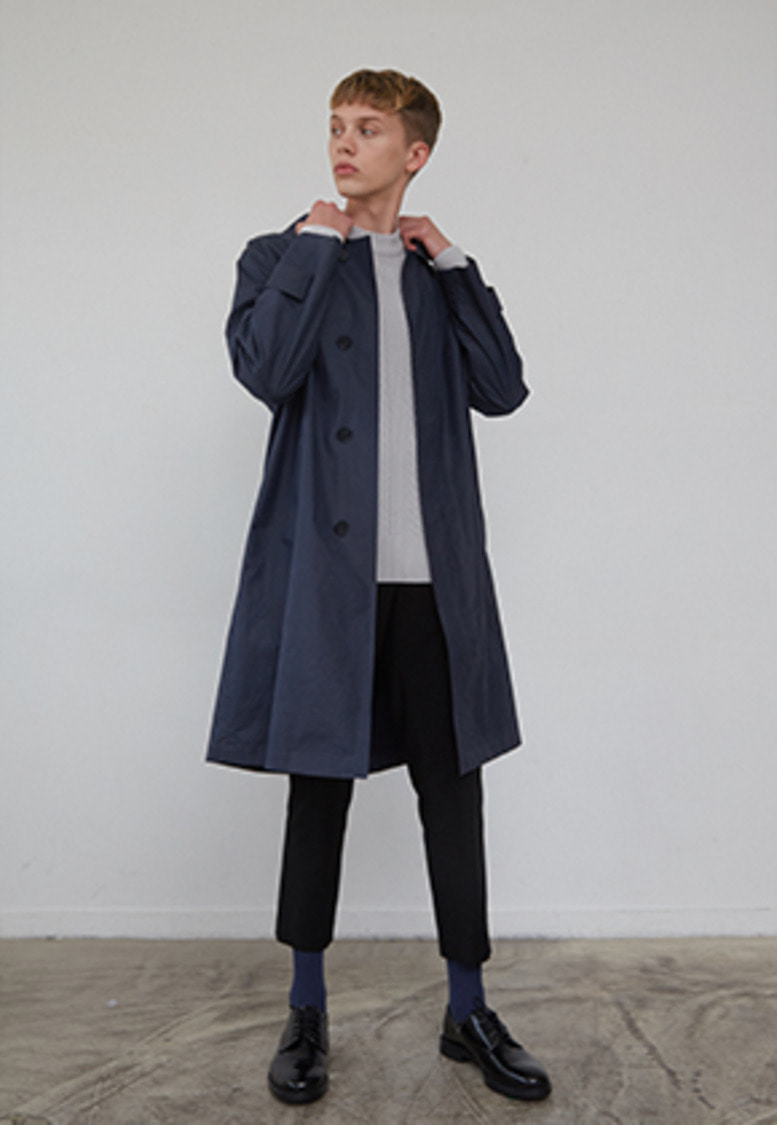 Muguet뮤게 CRACK MAC COAT (NAVY/LIGHT KHAKI)