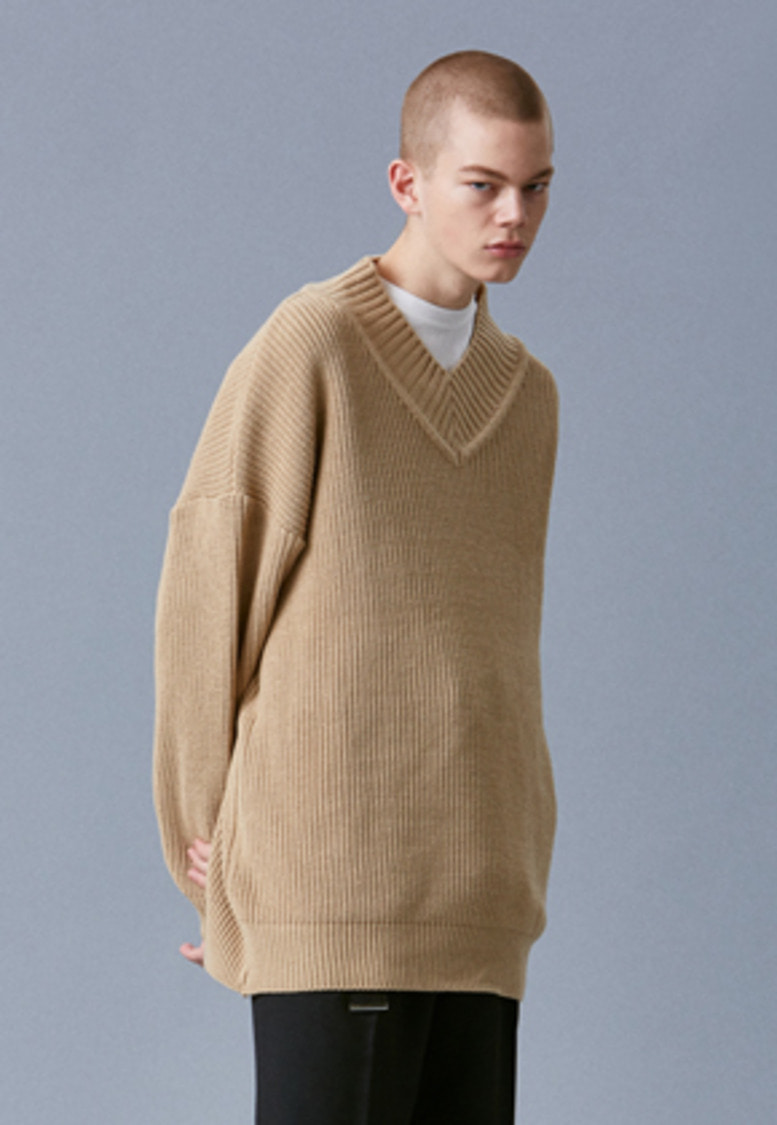 Voiebit브아빗 V542 OVERSIZE LONG V-NECK KNIT  BEIGE