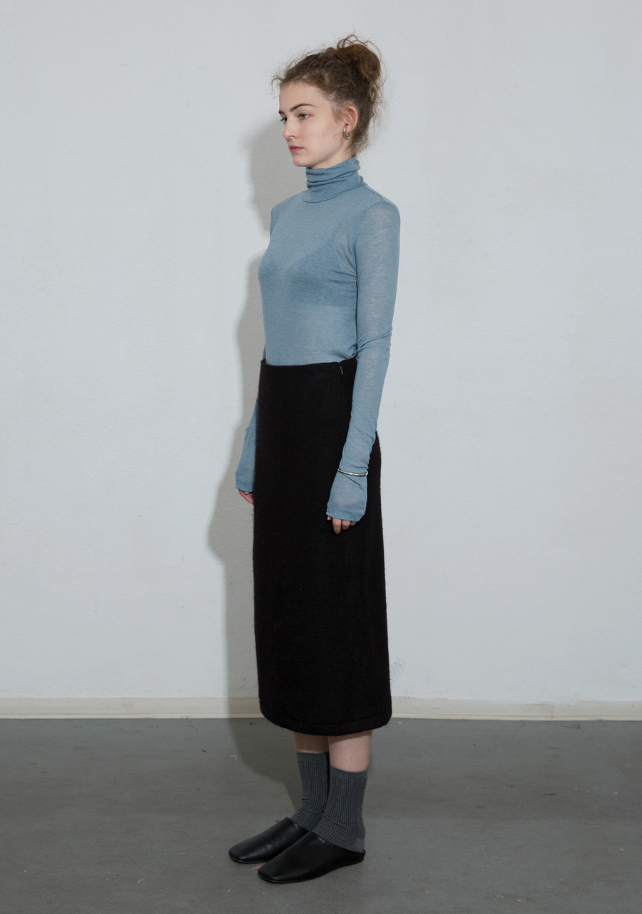 More or Less모어올레스 SOFT WOOL TURTLENECK TOP - LIGHT BLUE