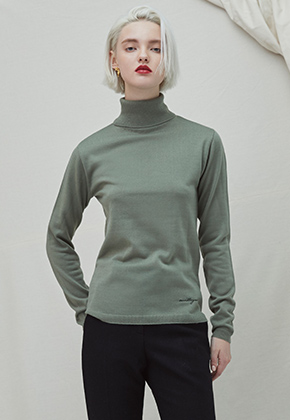 Millogrem밀로그램 Embo Turtleneck - khaki