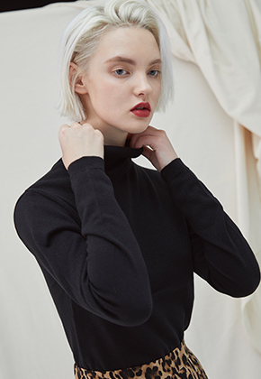 Millogrem밀로그램 Embo Turtleneck - black