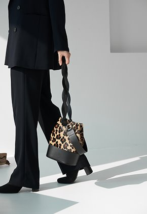 Vertetnoir베르에누아 NOUER BUCKET BAG_CALF HAIR [누위 버켓백_송치] - LEOPARD FLOWER